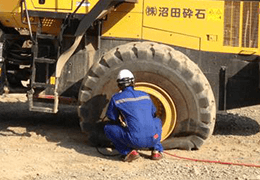 大型タイヤ交換